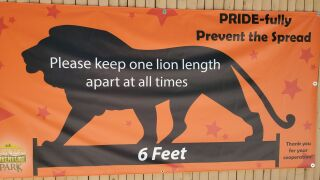 NEW Zoo six-feet difference sign