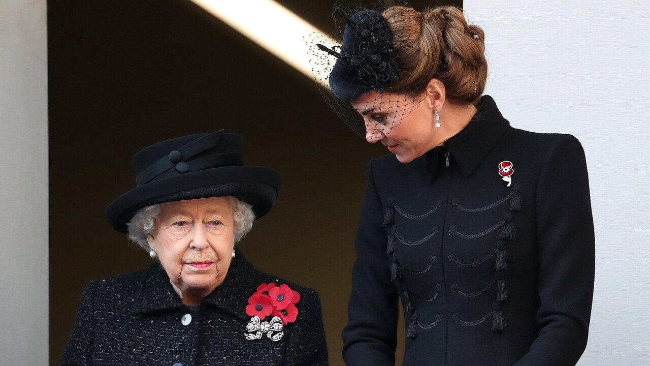 Royal family pays respects at Remembrance Day service