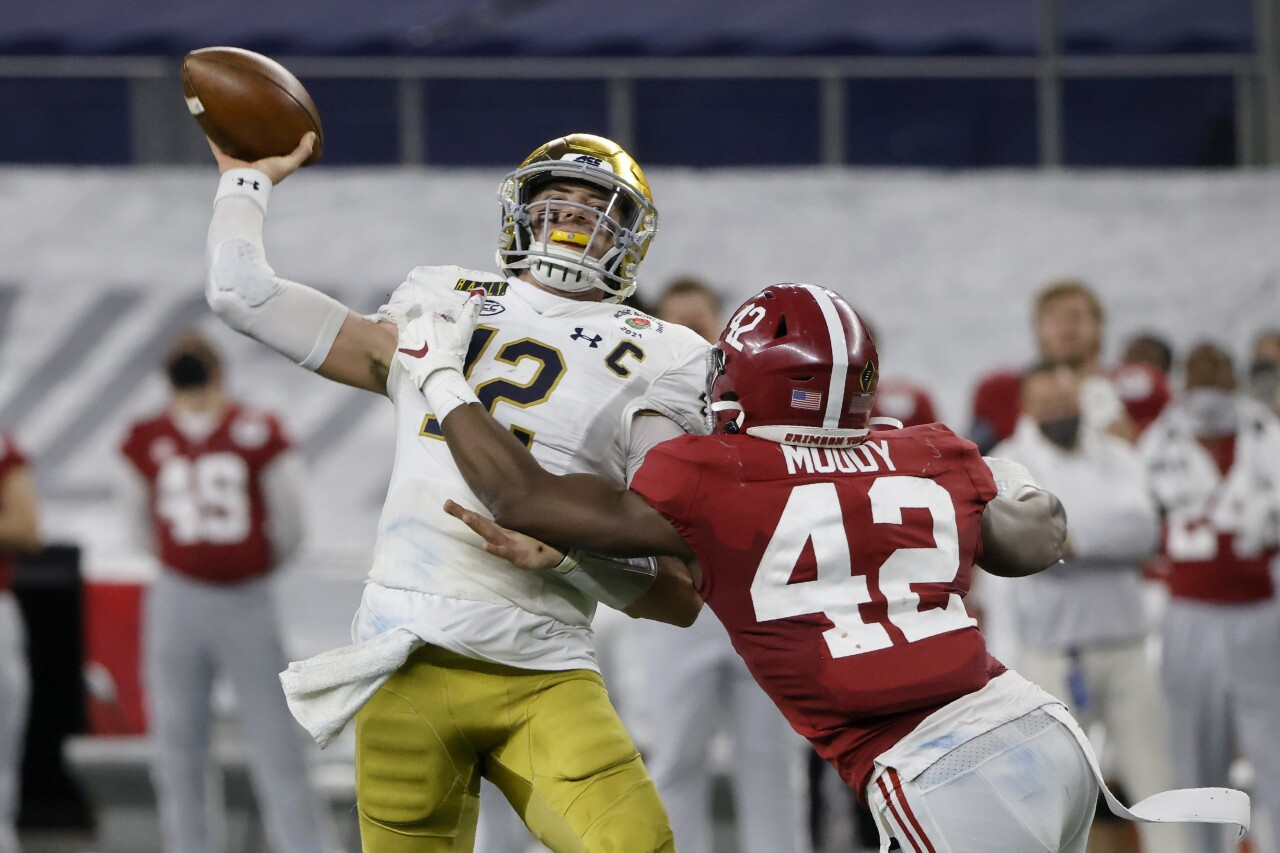 Notre Dame Fighting Irish QB Ian Book under pressure from Alabama Crimson Tide linebacker Jaylen Moody in College Football Playoff semifinal at Rose Bowl