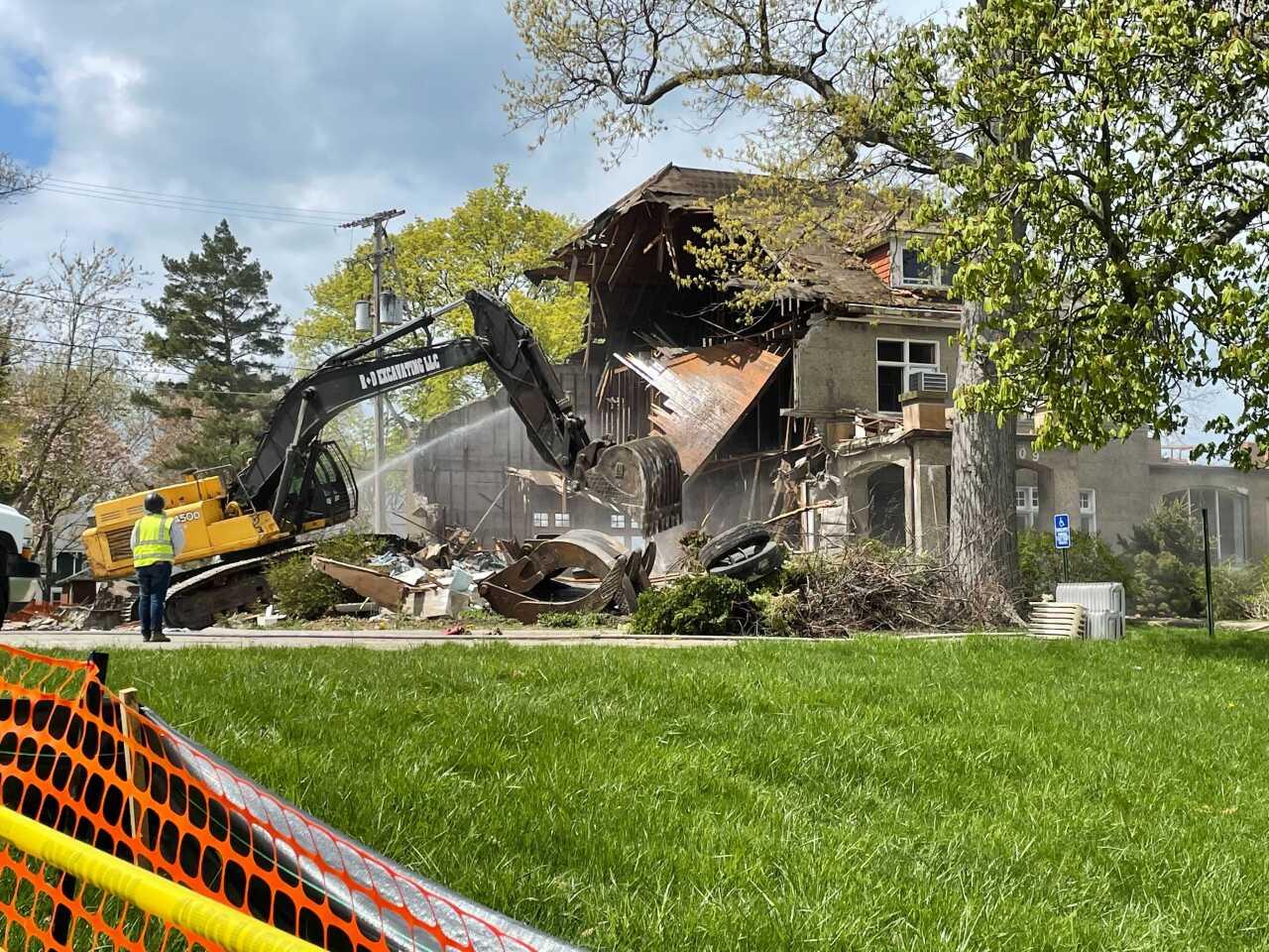 wakefield mansion demolition 2.jpg