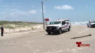 Hombre de 75 años muere arrastrado por las olas en la playa Mustang Island