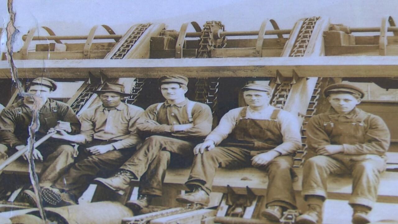 Historic Montana labor photo