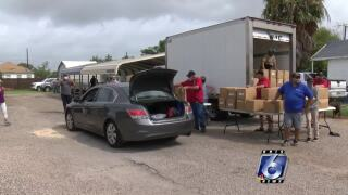 Flour Bluff giveaway distributes 500 boxes of fresh produce