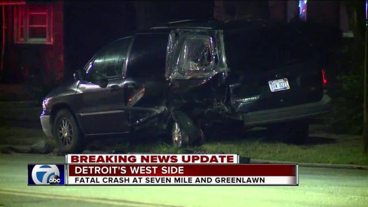 One killed in overnight crash in Detroit