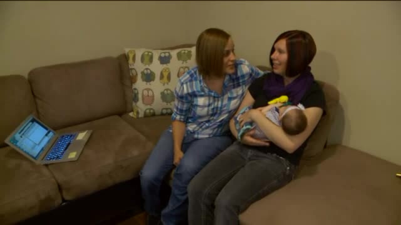 Couple sues state over same-sex parentagerights
