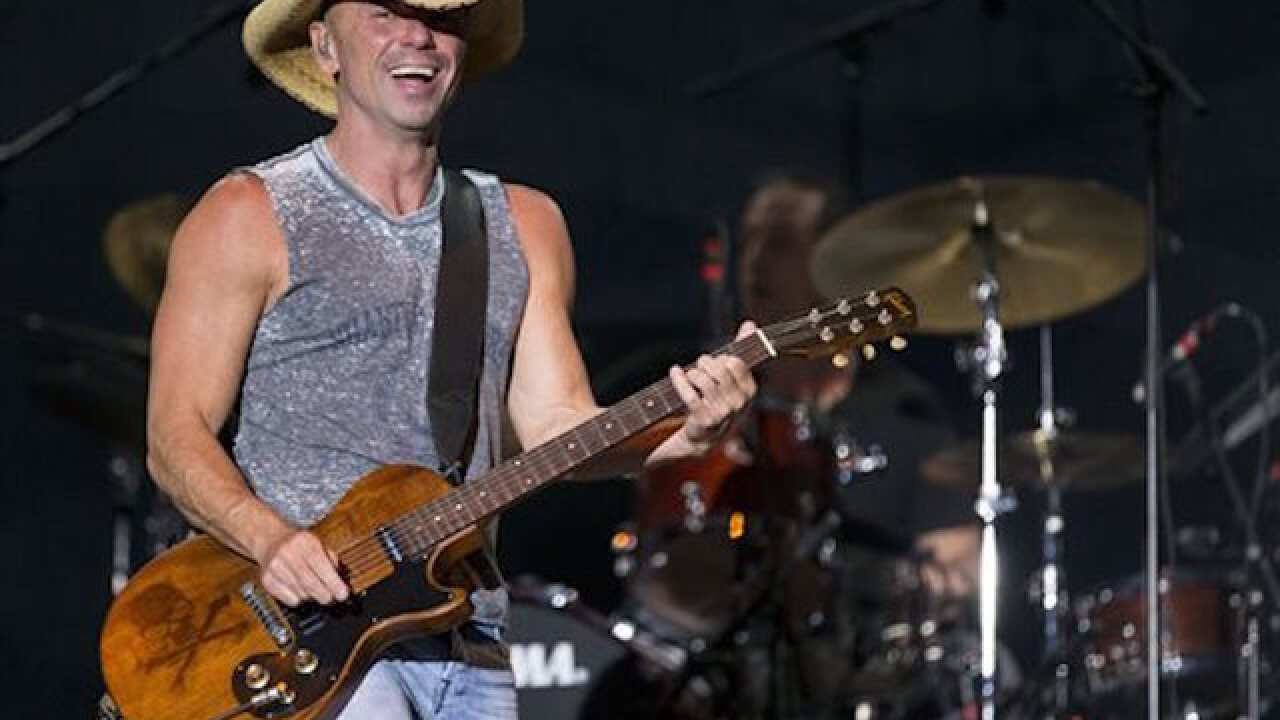 Kenny Chesney mistakenly reports that cop died, calls to apologize