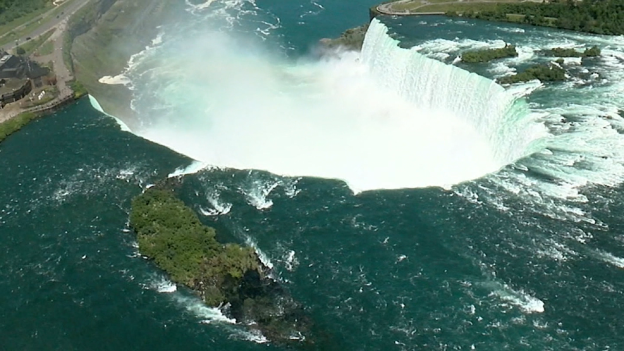 Man falls into Niagara Falls, survives with minor injuries