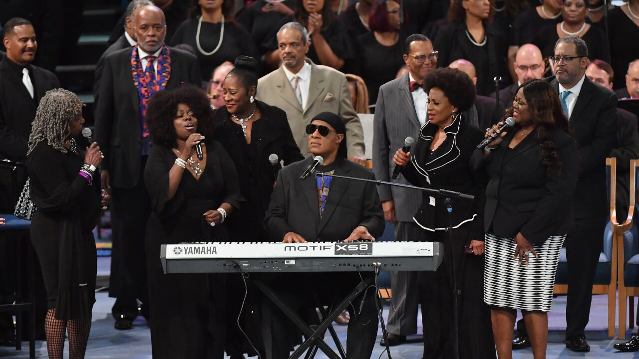 Stevie Wonder to have kidney surgery