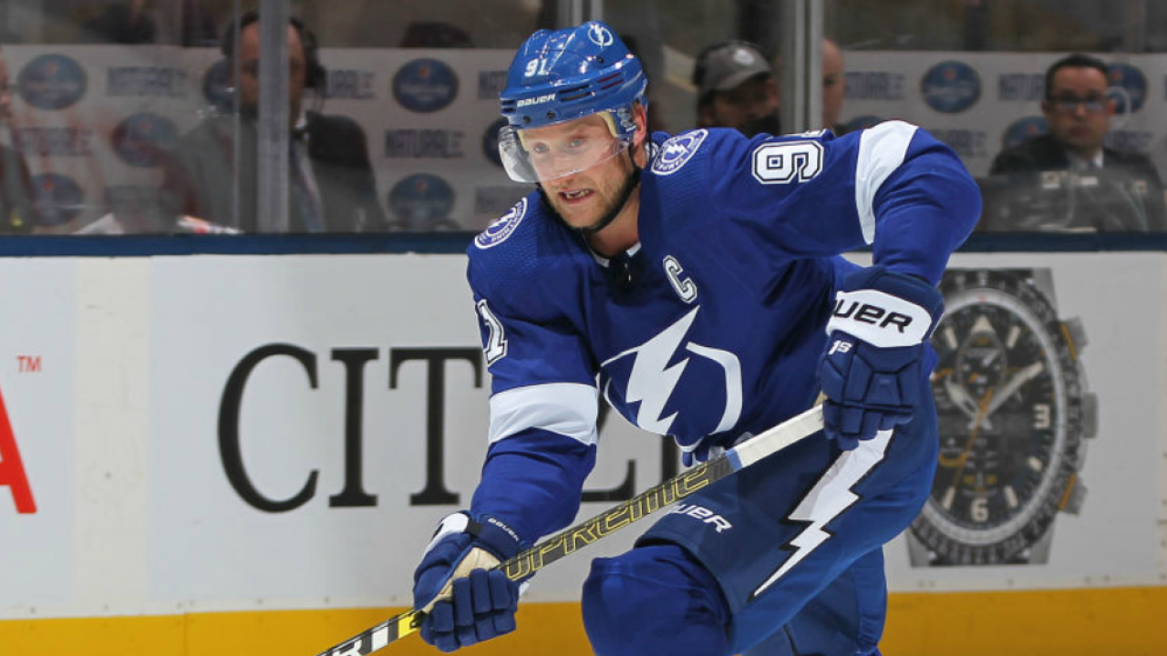 finest selection 79400 c8871 Steven Stamkos leads Tampa Bay Lightning over Toronto Maple ...