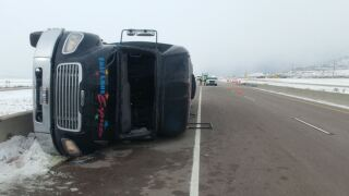Minor injuries after shuttle bus crashes on I-15 in northern Utah