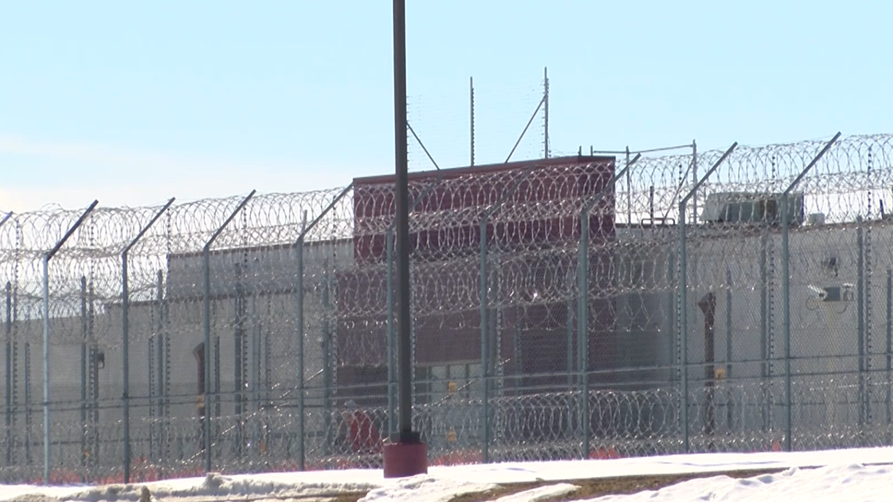 Private prison operator reports more than two dozen positive cases of COVID-19 at Shelby facility