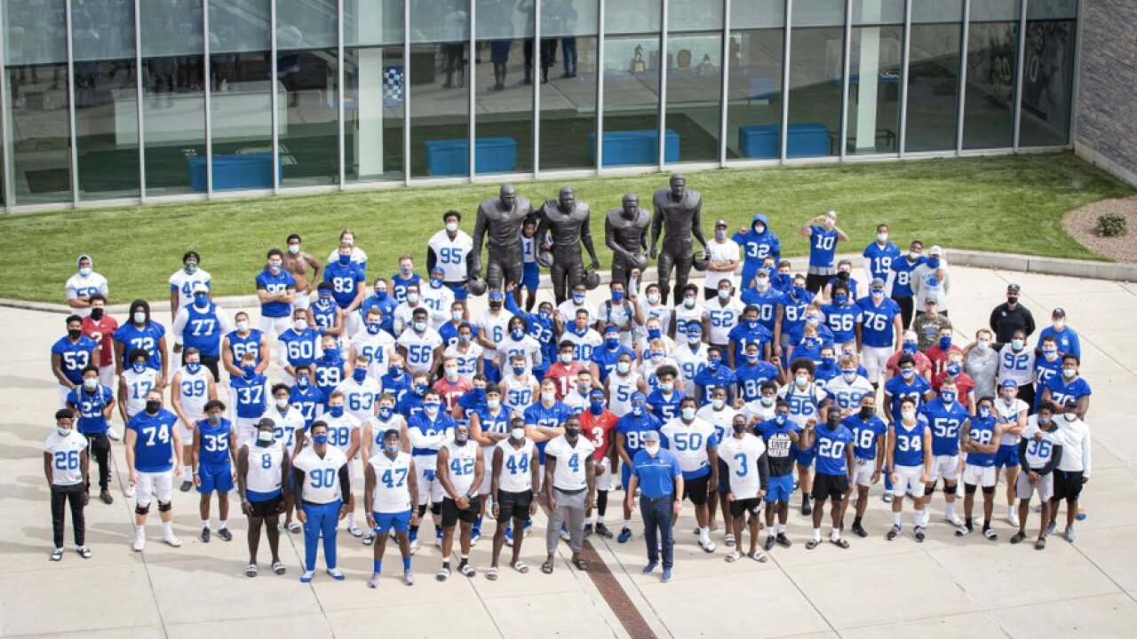 Kentucky football team leaves practice field amid ongoing protests
