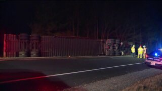 Tractor trailer carrying yarn flips, closes ramp to I-295