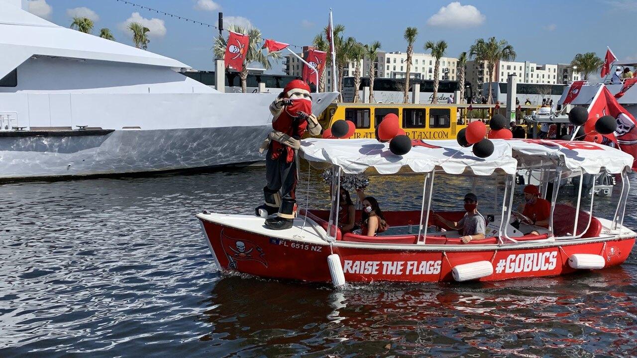 Bucs-Victory-Celebration-boats-lined-up-BRAD-DAVIS-2.jpg
