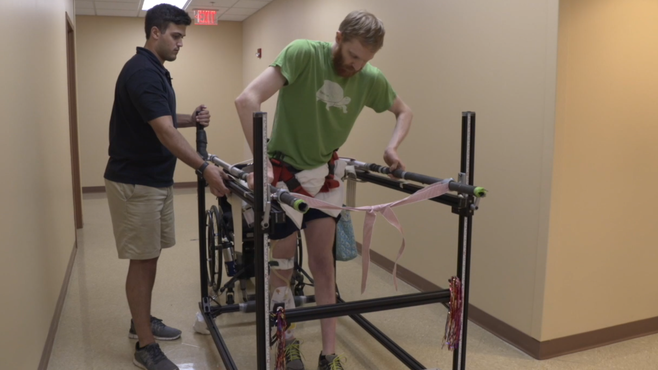 New device helps paralyzed people get back on their feet