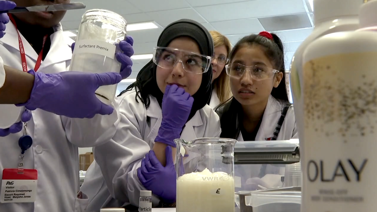 WCPO girls at olay lab.png