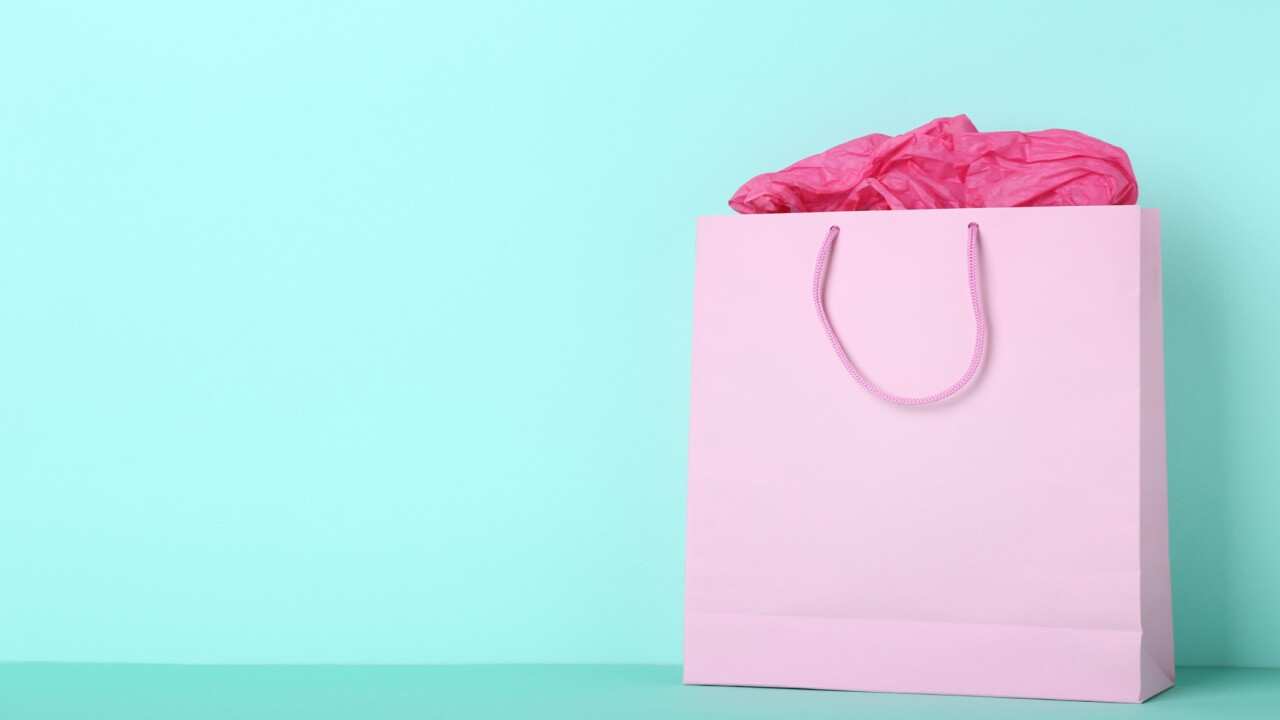 Viral Video Shows 'correct' Way To Close A Gift Bag