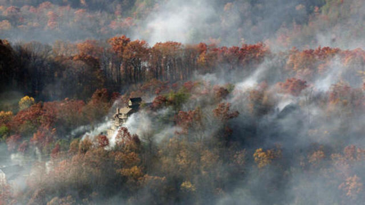 Smoky Mountains wildfire moves toward Gatlinburg