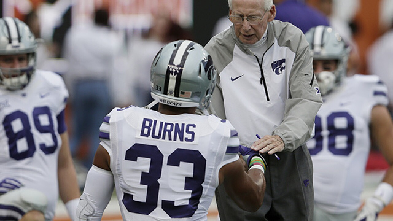 Kansas State's Bill Snyder signs new contract through 2022 season