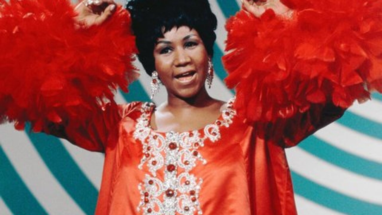 Lines form early for Aretha Franklin visitation