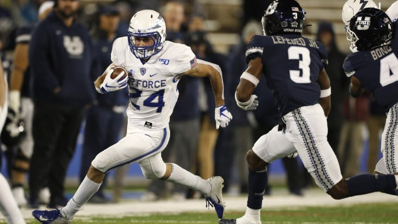 Air Force powers past Utah State 31-7