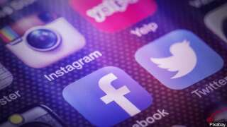 Daily social media usage protects teen boys from depression