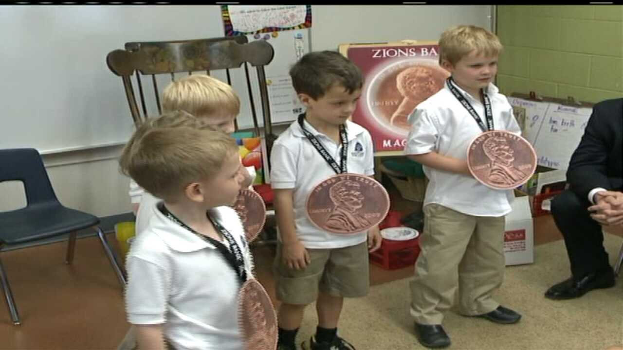Bank CEO teaches kindergarteners lessons in money management