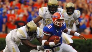 Florida Gators QB Chris Leak runs from UCF Knights defense in 2006