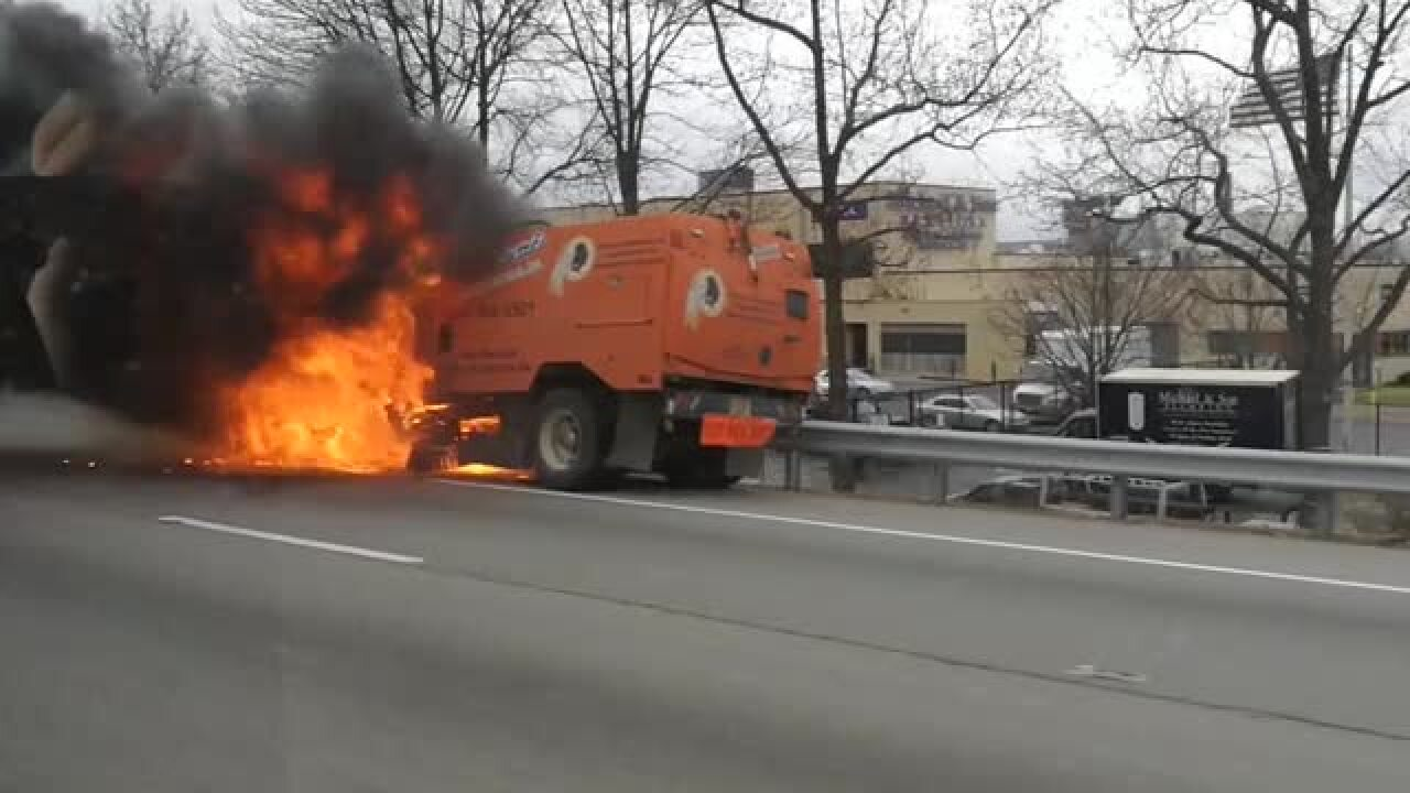 Street sweeper fire snarls traffic on I-95 south nearBoulevard