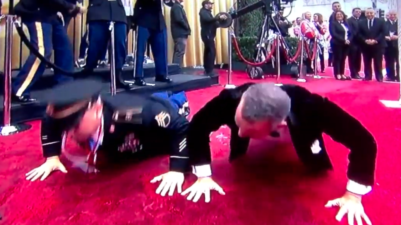 Tom Hanks, sergeant have pushup contest on Oscars red carpet