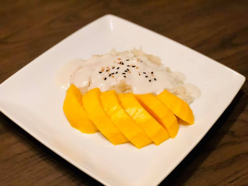 8-Mango sticky rice.jpg