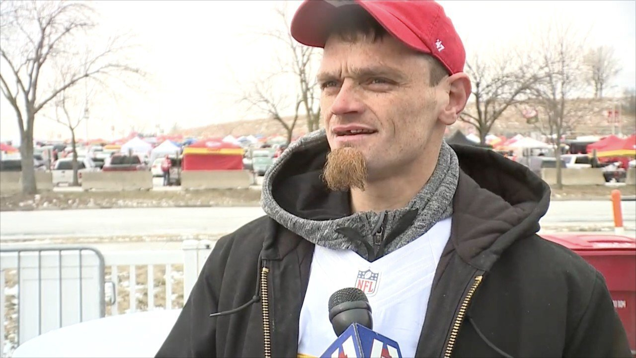 Homeless man who helped Chiefs player stuck in snow attends AFC Championship game