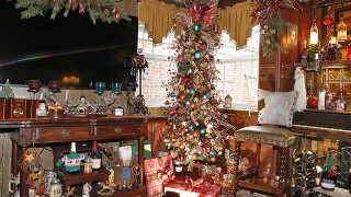 Home Tour: Christmas log cabin (on the inside anyway) brings the Rocky Mountains to Ft. Mitchell
