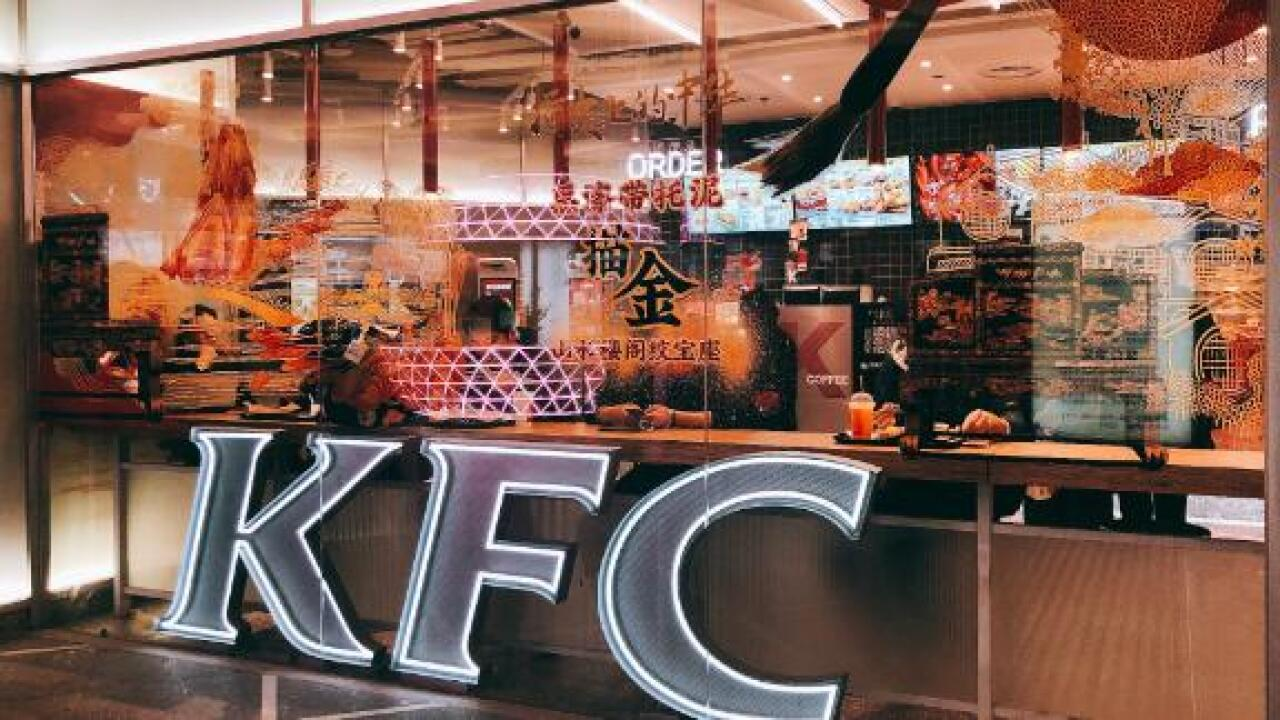Robot waiters and snail pizza: What US fast food brands do to please Chinese diners