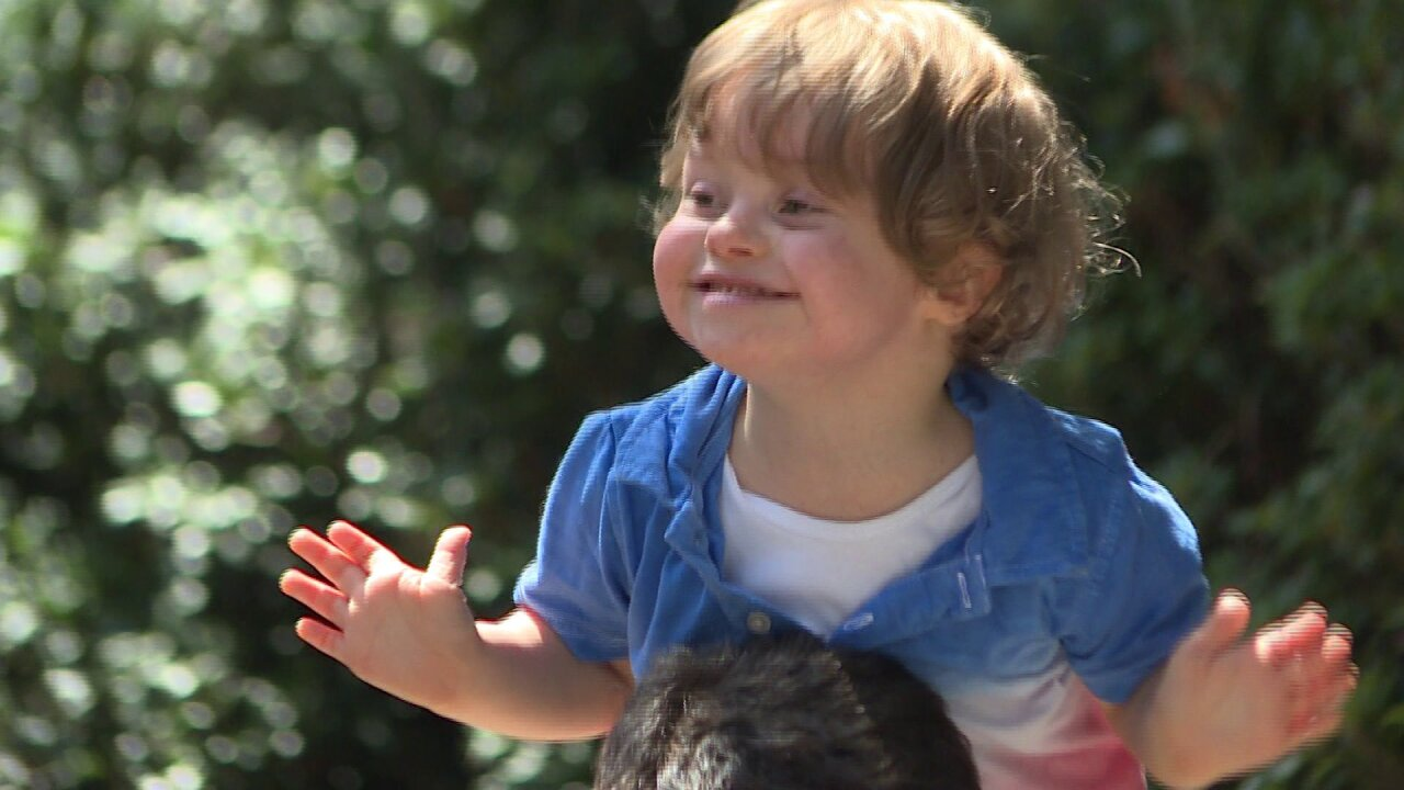 Local 3-year-old fights fatal diagnosis, family gives back to community in specialway