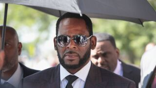 Judge orders R. Kelly to be held without bond on sex crimes charges