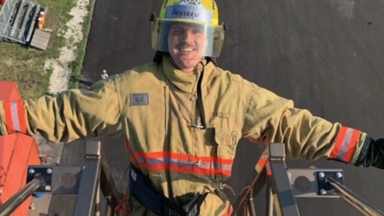 Former Tampa Bay Lightning player becoming firefighter