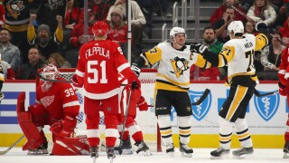 Sidney Crosby scores in OT, Penguins beat Red Wings