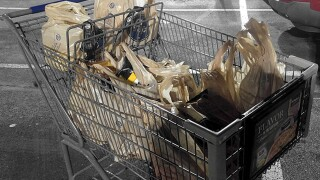 Kroger and its affiliated supermarkets to phase out plastic bags by 2025