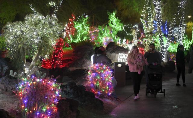 PHOTOS: Holiday season in Las Vegas   2018