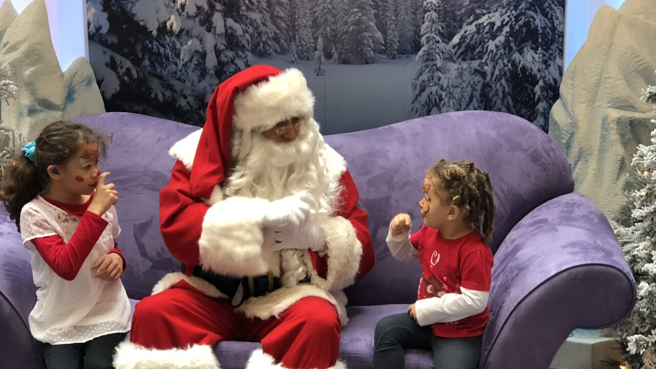 'Signing Santa' to return to MacArthur Center to visit deaf children