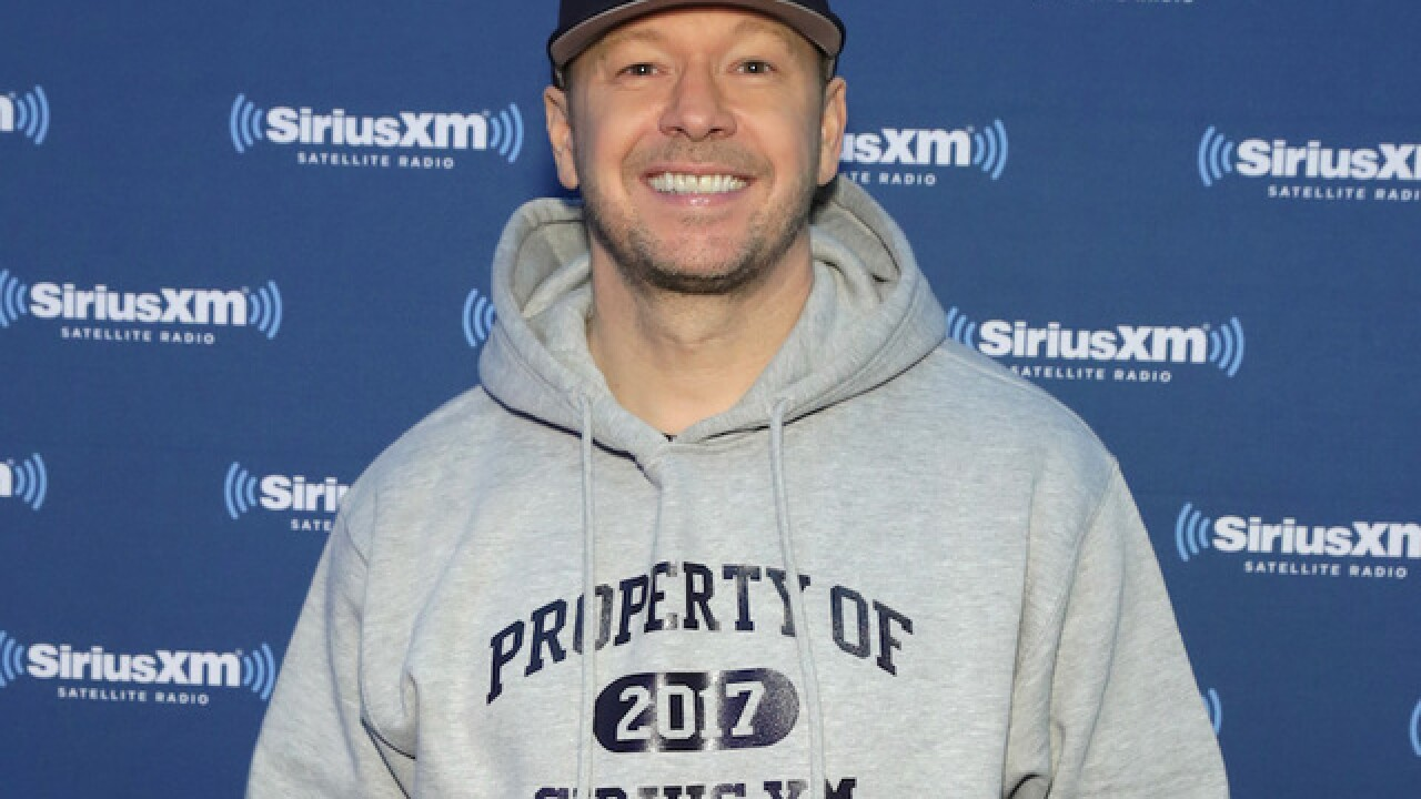 Donnie Wahlberg leaves $2,000 tip at Waffle House in North Carolina