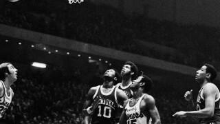 Basketball Pro NBA Games 1971 Philadelphia 76ers vs Milwaukee
