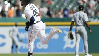 Four homers lead Tigers to win over White Sox