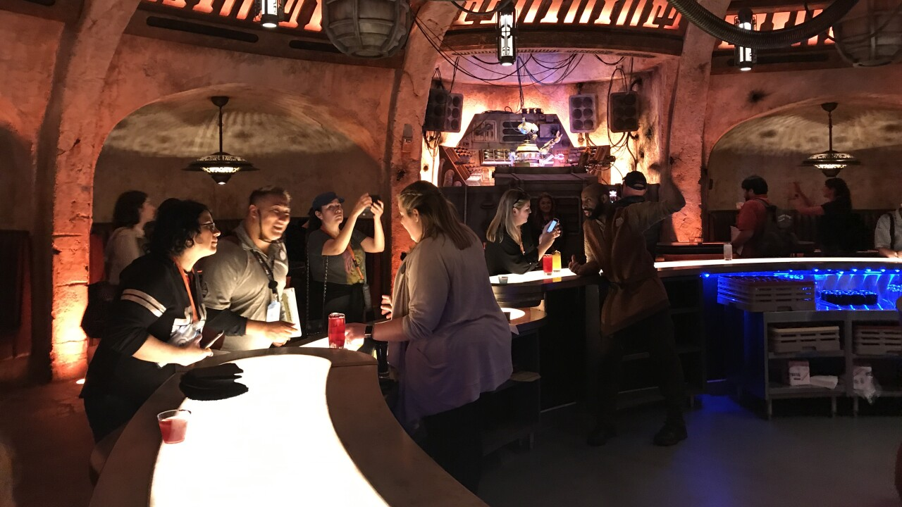 oga's cantina disneyland star wars galaxy's edge