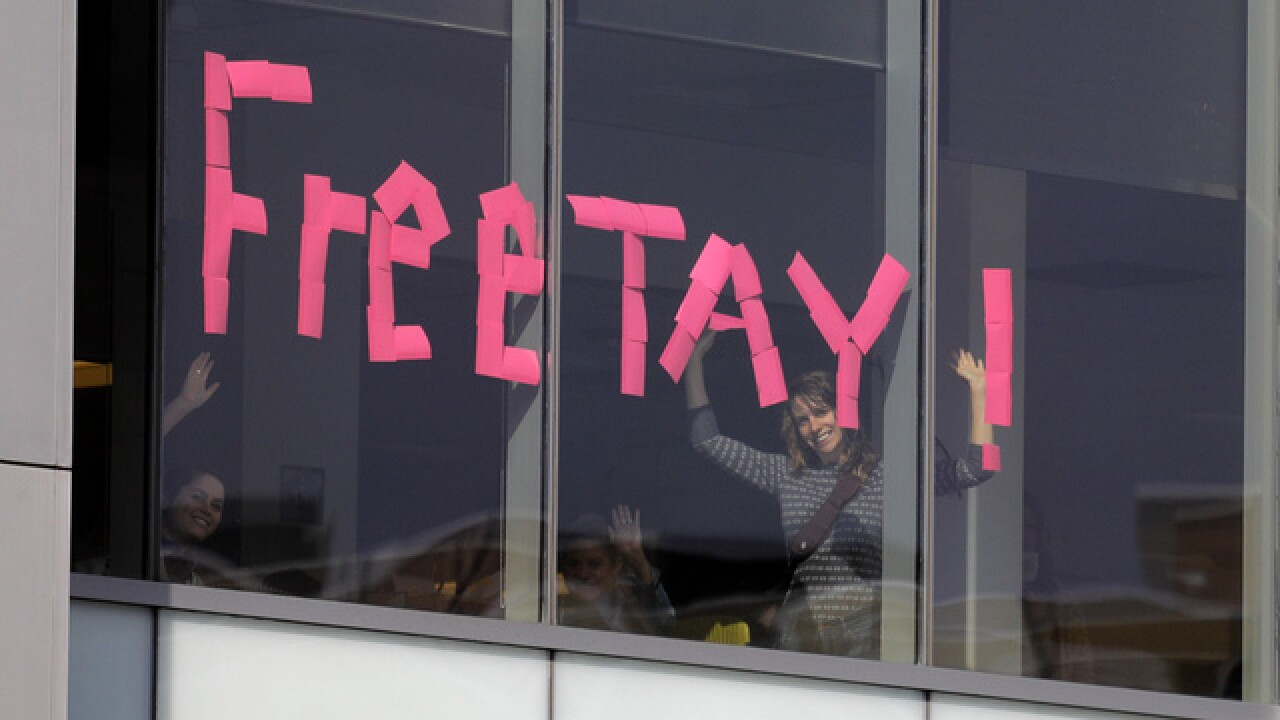 Remember the sticky notes outside of the Taylor Swift groping trial? Taylor noticed them