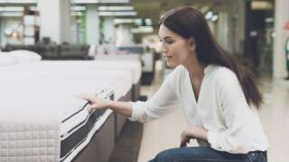 5 Reasons to Purchase a Mattress In-Store vs. Online