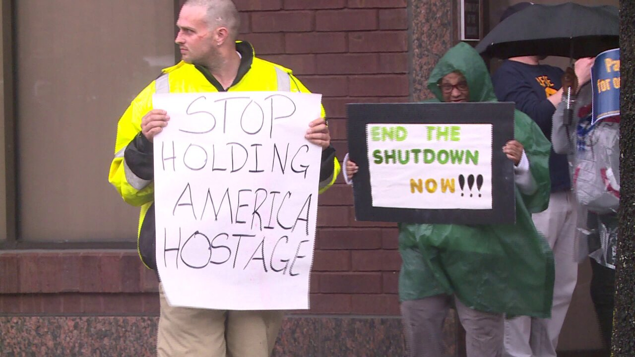 'No pay, no peace:' Federal workers protest government shutdown in Richmond