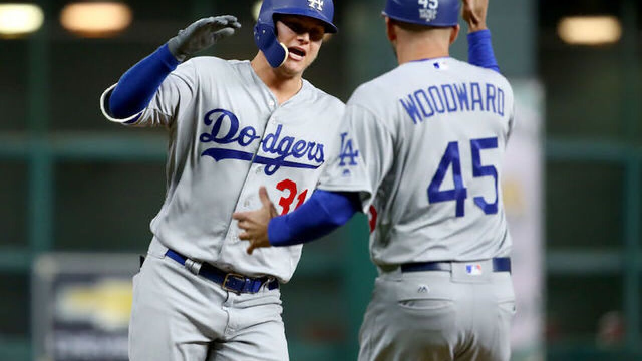 Dodgers even up World Series at 2-2