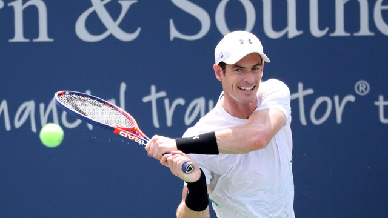Murray loses in opening round, Federer back in Cincinnati